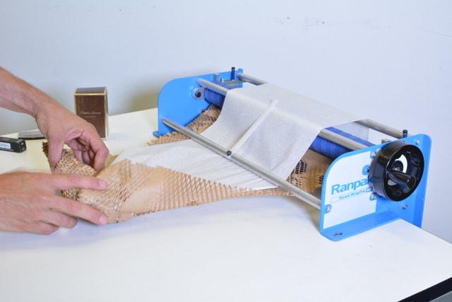 Urządzenie do pakowania ekologicznego Geami WrapPak M Edge alternatywa folii bąbelkowej